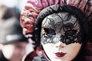 Eine Maske macht noch keinen Menschen