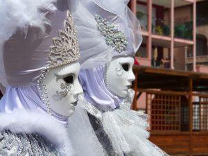 Maske und Maskenball, nicht nur zu Karneval